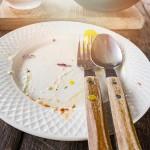 Feuilleton – 61 – Du vin, du pain, du pindakaas : Eten wat de pot schaft