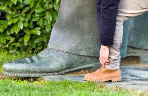 De man met de grote voeten en het grote verdriet